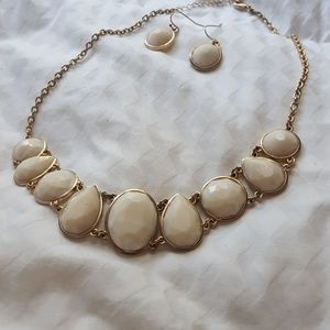 Jewelry - Necklace & earings